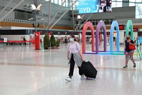 Sydneyssä kotimaan lentojen terminaalissa on hiljaista. Uuden Etelä-Walesin naapuriosavaltiot sulkivat rajat, kun Sydneyssä havaittiin koronatartuntojen rypäs hieman ennen joulua.