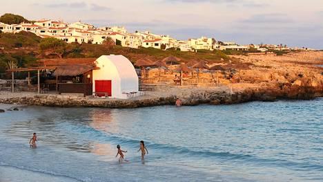 Menorcan saarella Espanjassa monet paikalliset ovat tykästyneet rauhalliseen ja ulkoisesti vaatimattomaan elämään – ja tekevät töitä vain sen verran kuin on aivan pakko.
