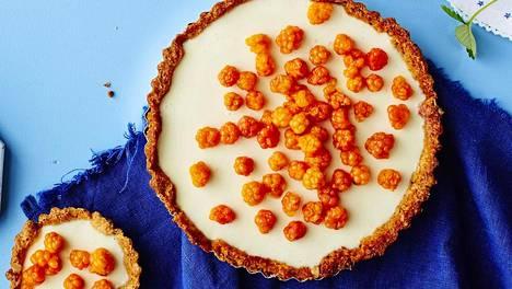 Jos pidät juustokakuista, pidät myös tästä piimän raikastamasta ja keventämästä lakkatortusta.