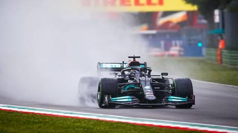 Lewis Hamilton kuvattuna Emilia-Romagnan GP:ssä Imolassa.