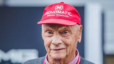 Ennusteiden mukaan Niki Lauda voi palata F1-varikolle lokakuussa.