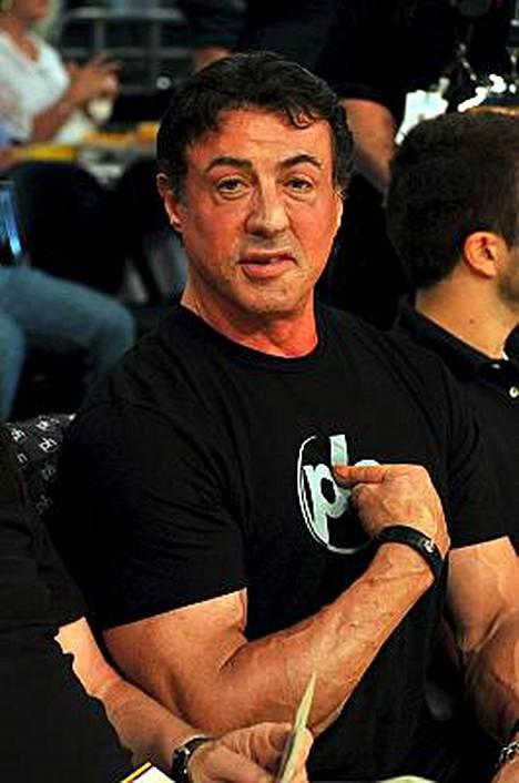 Sylvester Stallonelle ei riitä enää muskelien esittely kotimaassaan.