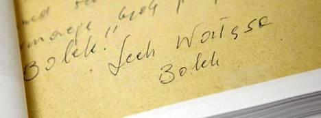 Dokumentin pohjalla lukee Lech Walesa Bolek.