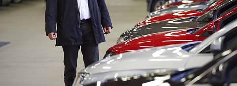 Uuden auton ostajalle tarjotaan usein maksuvaihtoehdoksi osamaksua.