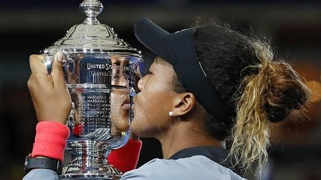 Japanin Naomi Osaka vei US Openin mestaruuden – Serena Williams raivosi tuomarille
