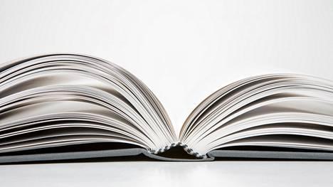 Terhi Majasalmi julkaisee kirjan. Ystävän rohkaisu toimi hyvänä alkusysäyksenä.