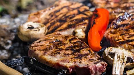 Grillattu pihvi kruunaa monen kesäisen ruokapöydän.