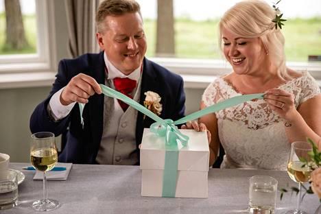 Sekä Mira että Matti tunnustavat hääpäivän ja tuoreen aviopuolison ylittäneen kaikki odotukset.