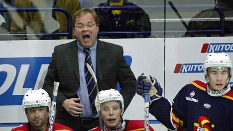Hannu Jortikka vauhdissa Jokerien valmentajana 2003.