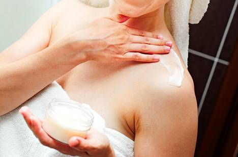 Muista pitää huolta myös kaulasta ja dekolteesta. Ne ovat esillä lähes yhtä usein kuin kasvot.