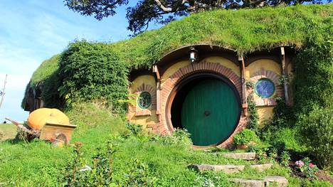 """""""Tie vain jatkuu jatkumistaan, ovelta mistä sen alkavan näin."""" Repunpäästä lähtivät seikkailuihinsa sekä Bilbo Reppuli että myöhemmin myös Frodo."""