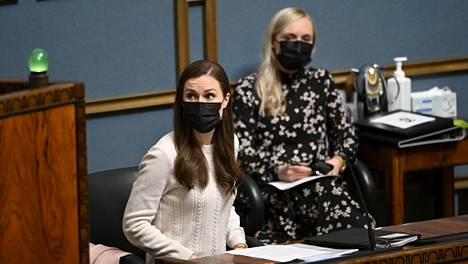 Pääministeri Sanna Marin (sd) antoi ilmoituksen suunnitelmasta covid-19 -epidemiaan liittyvien rajoitustoimien ja -suositusten hallituksi purkamiseksi eduskunnan täysistunnon alussa Helsingissä 28. huhtikuuta 2021.