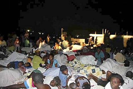 Kodittomiksi jääneitä haitilaisia kerääntyi pääkaupungin liepeillä oleviin hökkelikyliin.