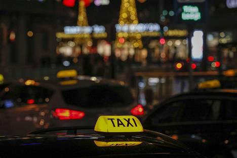 Kokeneet taksinkuljettajat ovat kuulleet pitkien uriensa aikana monien turistien kommentteja Suomesta.