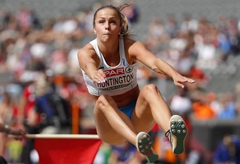Maria Huntington ei onnistunut pituushypyssä.