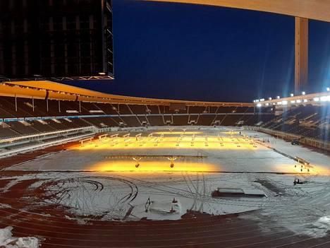 Noin 350 miljoonalla eurolla peruskorjattu Olympiastadion muuntautuu ensi talvena sprinttihiihdon tyyssijaksi massiivisessa Helsinki Ski Weeks-tapahtumassa.