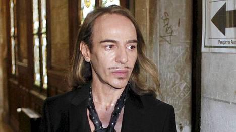 John Galliano erotettiin tehtävistään Christian Diorin pääsuunnittelijana.