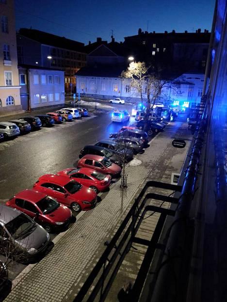 Tuureporinkadulla on ollut paljon poliiseja.