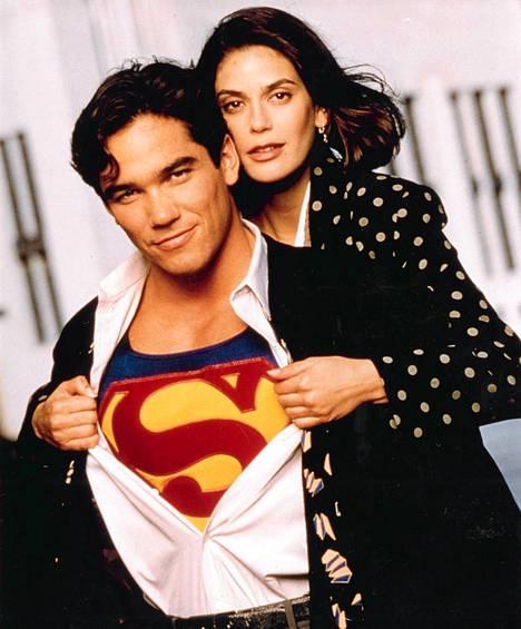 Lois and Clark: The New Adventures of Superman -sarja alkoi 1993. Teräsmies eli Clark Kent on Dean Cain, Lois Lane on Teri Hatcher.