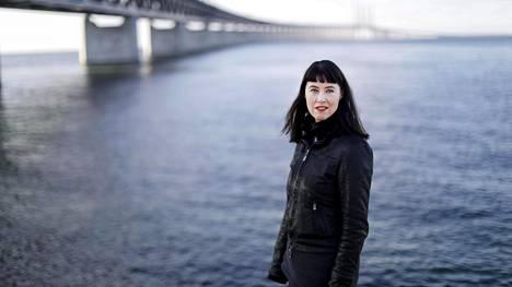 """Linda Boström Knausgård sairasti koronan viime vuonna """"Makasin kuumeessa ja olin varma, että yskin keuhkoni ulos kehostani. Se oli tosi pelottavaa."""""""