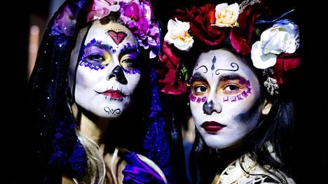 Kuolleiden päivän eli Día de Muertos -juhlan maskit ovat kuin koristeellisia pääkalloja. Niiden lisäksi perinteiset kauhuaiheet inspiroivat halloween-meikkaajia.