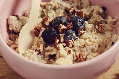 Syö laadukkaita, kuitupitoisia hiilihydraatteja ja vältä puhdistettua viljaa ja sokeria.