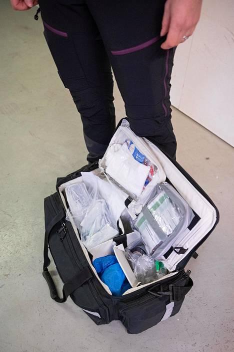 Työkalupakissa on pusseja näytteitä varten, sormenjälkijauheita ja DNA-näytteitä varten tikkuja.