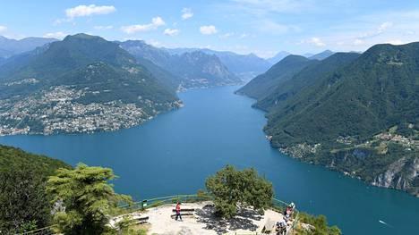 Luganosta pääsee funikulaarilla Monte San Salvatoren vuoren huipulle ihailemaan panoraamaa. Hyvät näköalat saa eteensä myös kaupungin toisella puolella kohoavalta Monte Brè -vuorelta.