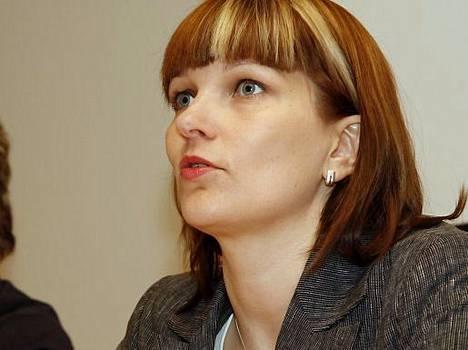 Hallinto- ja kuntaministeri Mari Kiviniemen mielestä (kesk.) ostopalvelujen lisääminen kunnissa on paras tie tuloksien saamiseksi.