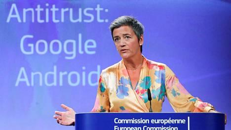 EU:n kilpailukomissaarin Margrethe Vestagerin mukaan Google on käyttänyt Androidia keinona vahvistaakseen valta-asemaansa hakukoneissa.