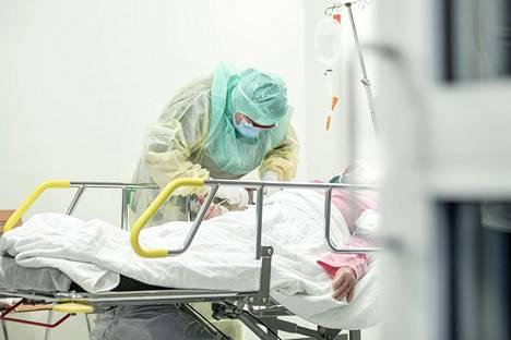 Vain harva sairastunut joutuu hoidettavaksi teho-osastolle.