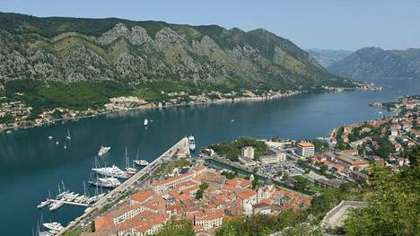 Kotorinlahden parhaita näköalapaikkoja on Kotorin kaupungin yläpuolella oleva linnake.