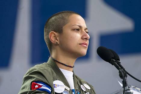 Emma Gonzales vuodatti kyyneleitä dramaattisessa puheessaan asevastustajien mielenosoituksessa Washngtonissa viime viikolla.