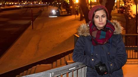 Valtiotieteiden maisteriopiskelija Seida Sohrabi näkee, että vuoden 2015 siirtolaiskriisi ja Suomen maahanmuuttopolitiikka heijastuvat osaltaan Suomessa tapahtuneisiin ulkomaalaisten tekemiin seksuaalirikoksiin.