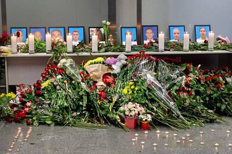 Ukrainassa muistettiin Iranin lentoturman uhreja.