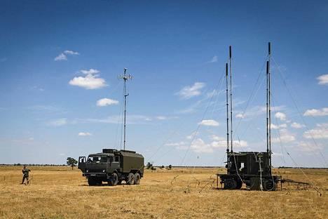 R-330Zh Zhitel on liikkuva elso-järjestelmä, joka voi häiritä ilma-alusten GPS-paikannuslaitteita 200 kilometriin saakka.