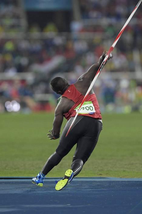 Julius Yego lensi holtittomasti rähmälleen viidennessä heitossaan.