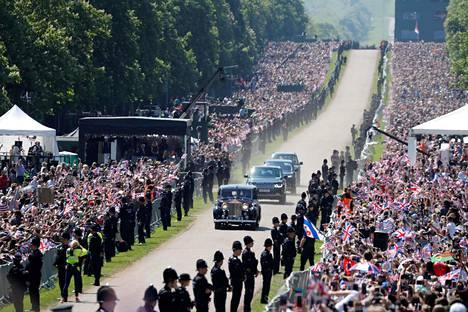 Windsoriin oli ahtautunut yli 100 000 kuninkaallisfania.