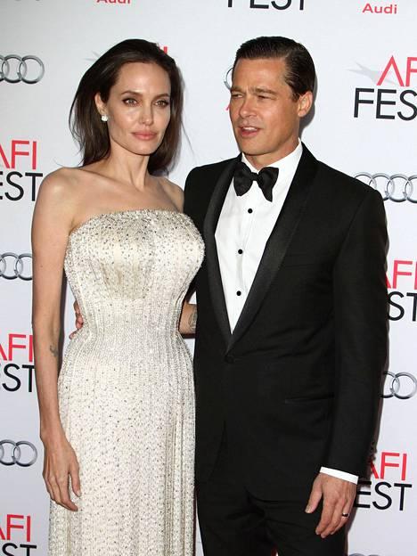Pitt vaihtoi lennosta Angelina Jolieen. Myös he erosivat vuonna 2016.