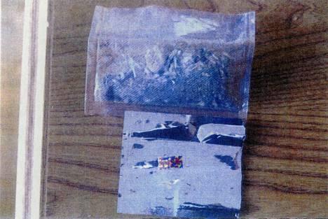 Syytetyn kotoa löytyi LSD-lappuja ja huumaavaa sienirouhetta.