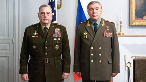 Venäjän puolustusministeriön julkaisema kuva Mark Milleystä ja Valeri Gerasimovista keskiviikkona Königstedtin kartanossa.