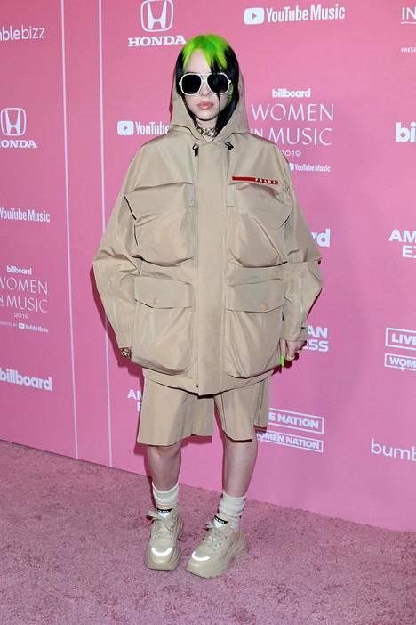 Billien tyyliä voi kuvata muun muassa termillä e-girl.