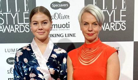 Baba Lybeckin tytär Alexandra, 18, oli pukeutunut Elle Style Awardsia varten kimonoon.