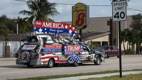 Suomalaisomistuksessa oleva Trumpmobile oli valjastettu vaalityöhön Palm Beachin ja Lake Worthin alueella.