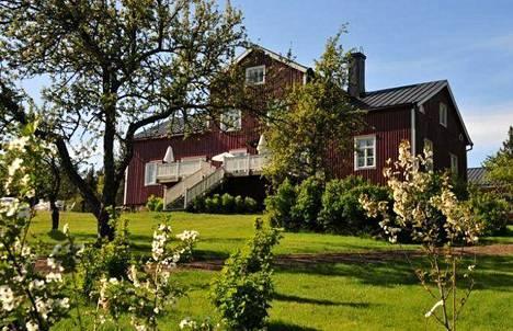 Westerby Gårdissa yövyt luonnon rauhassa.