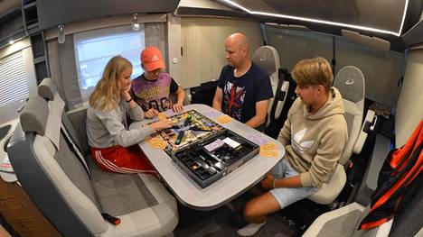 IS matkasi halki Suomen autossa, jossa olo on kuin kotona