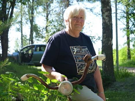 Seija Rinkinen oli Leon ystävä ja lähinaapuri noin 40 vuoden ajan. Rinkinen piti muistona ystävänsä vanhan pyörän.