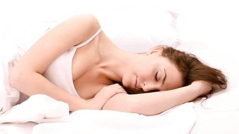Anna yön tuntien vaikuttaa hiuksiin, ripsiin ja ihoon.