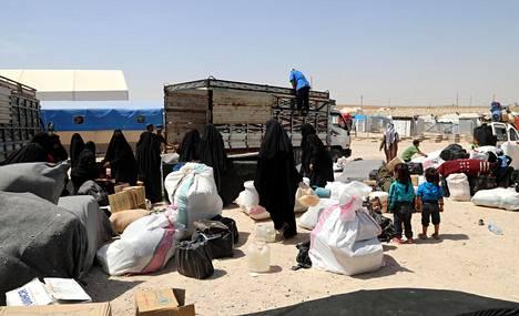 Kurdiviranomaiset päästivät kesäkuussa al-Holin leiristä pois yli 800 Isis-taistelijoiden vaimoa ja lasta. Vapautetut olivat kaikki syyrialaisia.