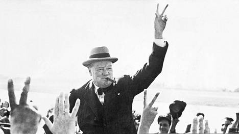 V niin kuin victory eli voitto. Churchill lanseerasi käsimerkin jo vaalikampanjoissaan paljon ennen sotavuosia.